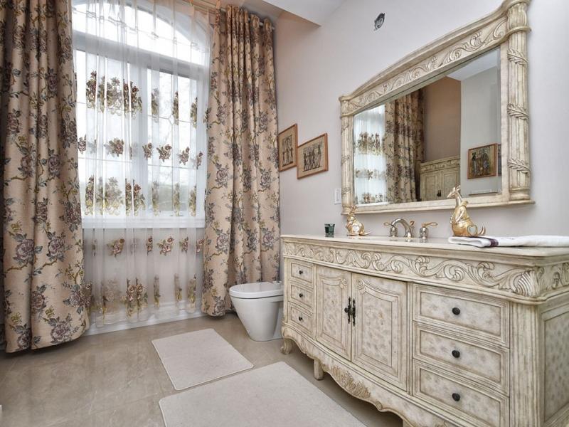 master-bedroom-toilet-double-vanity