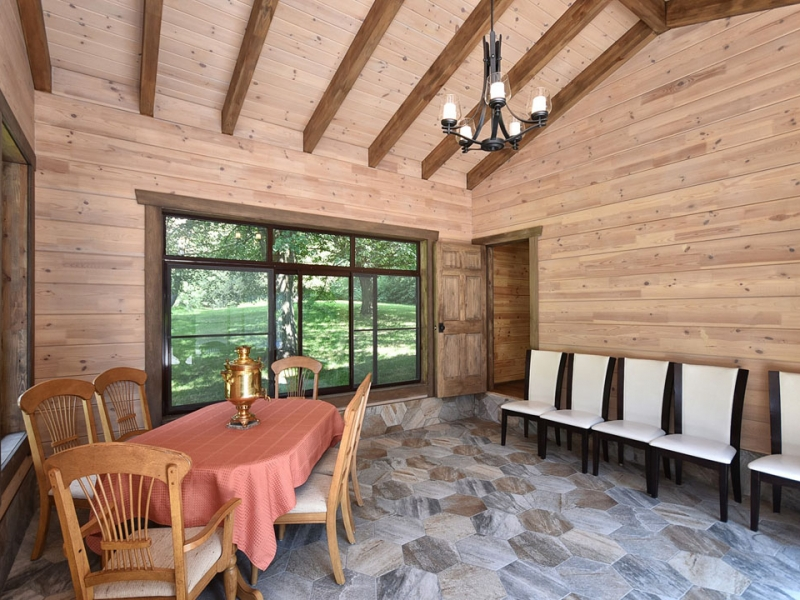 sauna-room-in-custom-home